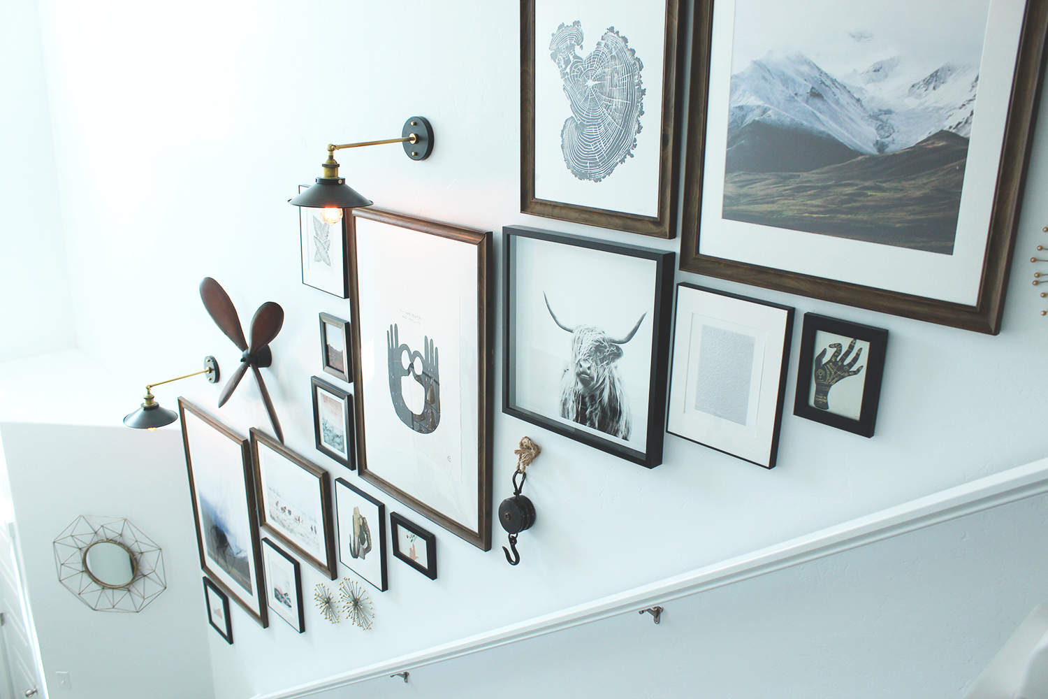 A design blogger 39 s 4 tips for creating an incredible for Picture wall decor