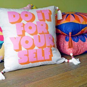 hero_tassel_throw_pillows - 1